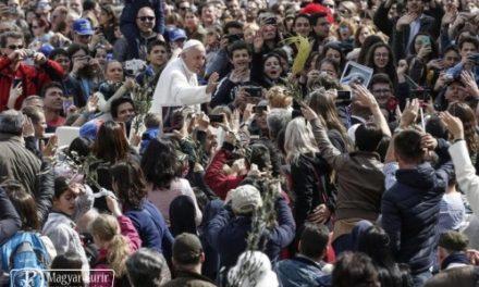 Ferenc pápa üzenete a XXXI. ifjúsági világnapra