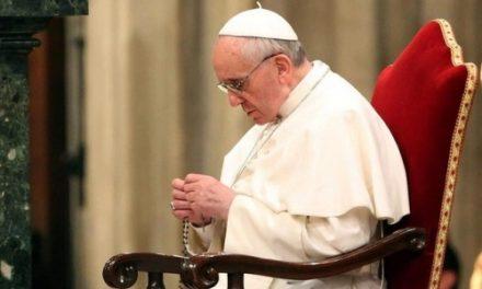 Hogy ne győzhessen a gonosz – Ferenc pápa imádságra hív októberben az Egyházért