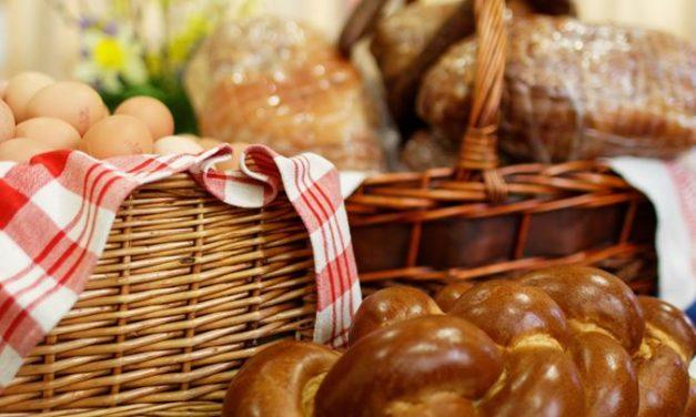 A húsvéti ételszentelés (pászkaszentelés) imája és az első húsvéti érkezéskor mondandó ima
