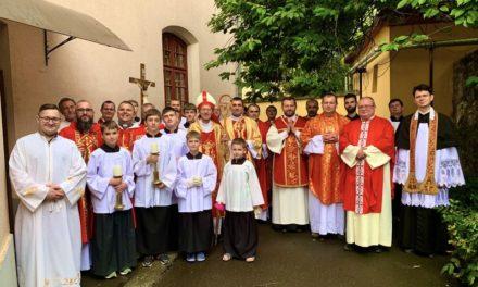 """""""Isten szolgálatára, az Ő egyháza javára"""" – Bacsó Róbert diakónusszentelése Ungváron"""