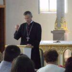 Majnek Antal püspök lelkigyakorlatot tart Szinyákon