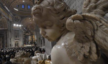 Veľkonočné trojdnie bez účasti pútnikov budú z Vatikánu prenášať médiá