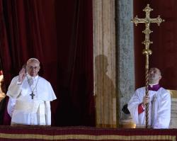 Молімося завжди одні за одних. Перші слова Папи Франциска. Молитва за вислуженого та нового Папу на площі Святого Петра