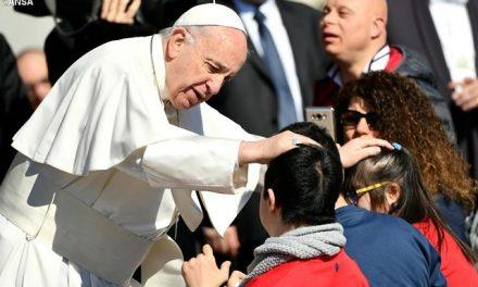 Твіт Папи Франциска: Бог нас любить і постійно є з нами