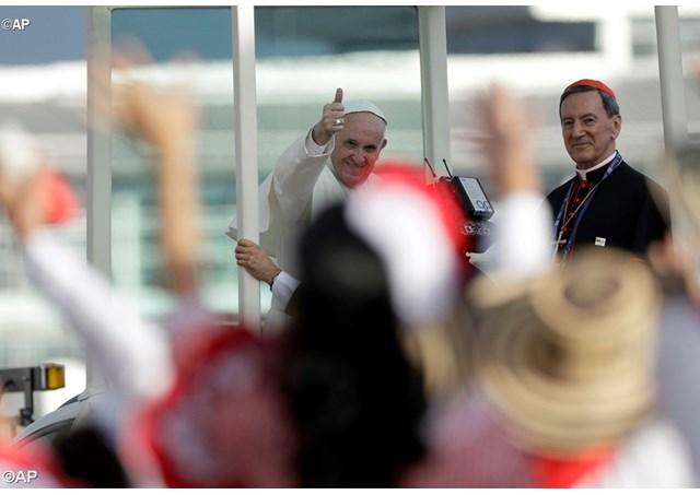 Папа прибув до Колумбії та заохотив молодь вулиці не втрачати надію