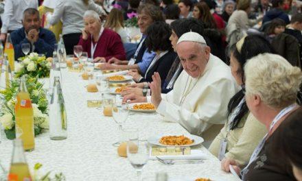 Папа під час обіду з бідними: Побажаймо один одному добра