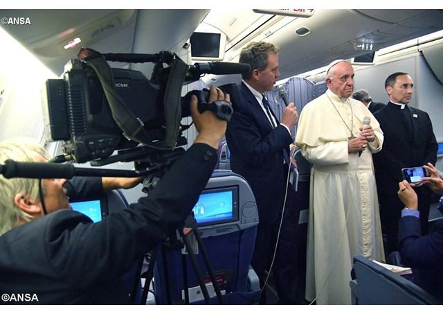 Папа до журналістів: віра народу в Чилі та Перу вражає
