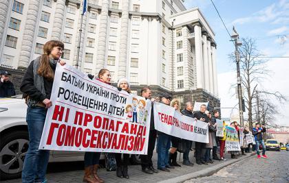 Парламентські комітети відповіли на петицію щодо захисту сім'ї