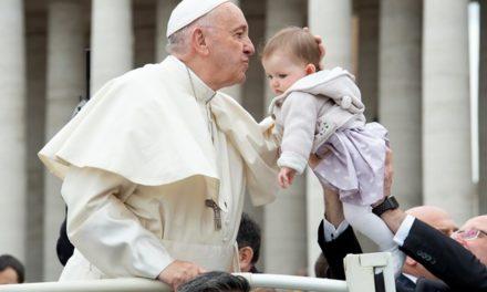 Папа: Не забувайте христити дітей