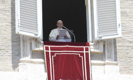 Папа: Боже, вбережи нас від спокуси обмовляти ближнього!