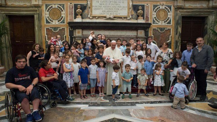 Папа: Сім'я – одна, що складається з чоловіка та жінки