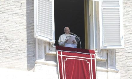 Папа: Бог не пристосовується до наших упереджень