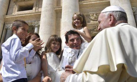 Папа: У світі не бракує доброго свідчення сімей; ідеал – це сім'я в єдності