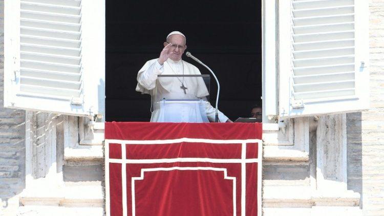 Папа: Не будьмо глухими і німими перед обличчям болю ближнього!
