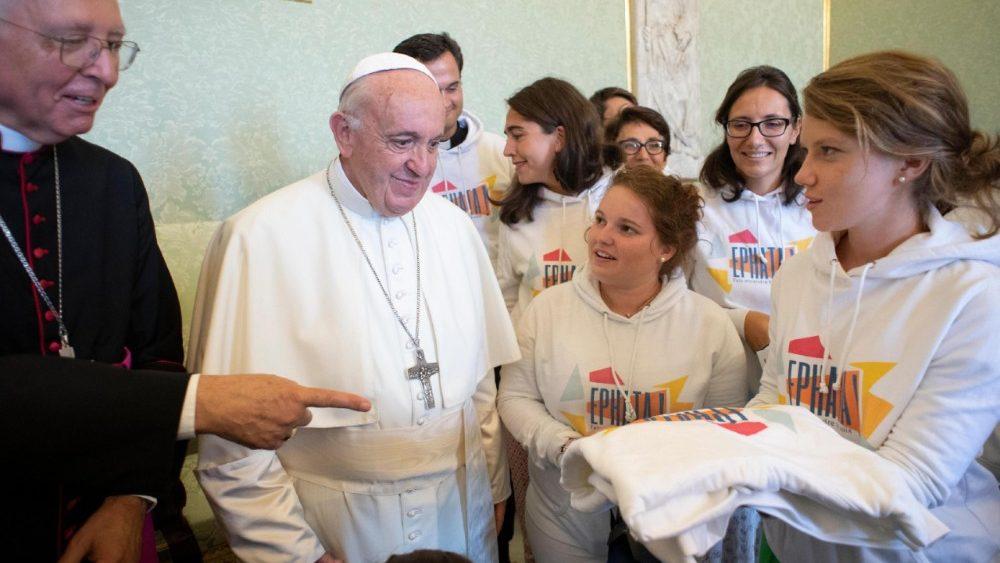 Відверта розмова Папи з молоддю із Франції