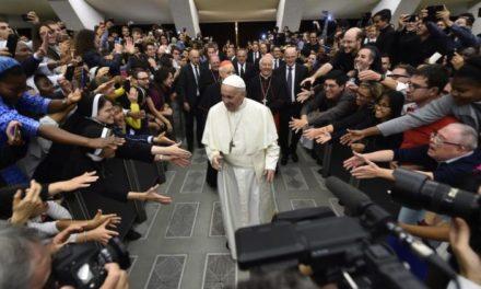 Папа до молоді: не дозвольте, щоб вас купили, спокусили й поневолили колонізаційними ідеологіями