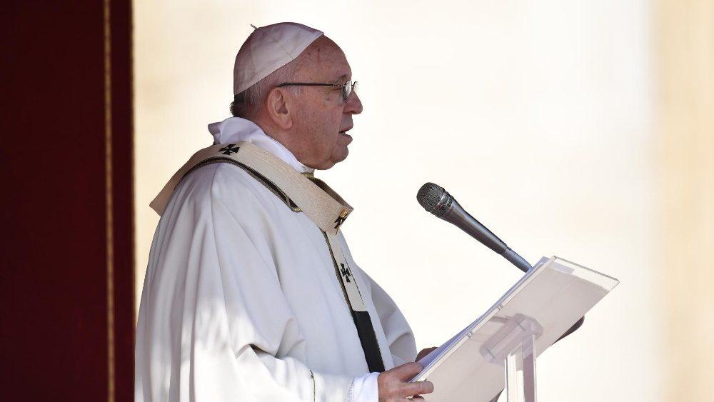 Папа: Неможливо любити у відсотках, або все, або нічого!