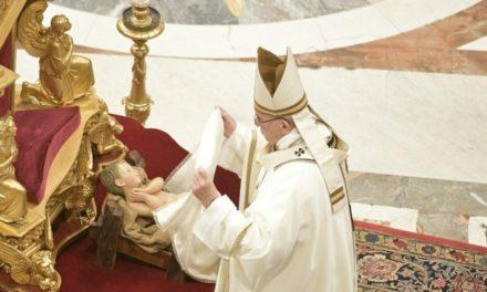 Папа: Перед яслами розуміємо, що життя насичують не блага, а любов