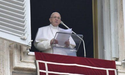 Папа: Запорукою успішної місії кожного з нас є єдність з Богом у молитві