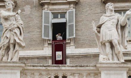 Папа: Доторкаймося до Божого милосердя через Христові рани