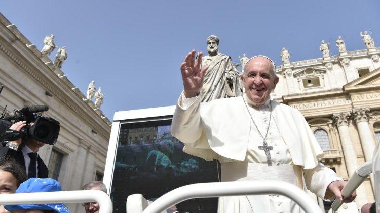 Папа: Святий Дух – Творець сопричастя та Митець поєднання