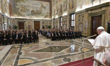 Папа до журналістів: розповідайте добрі новини й викривайте фальшиві
