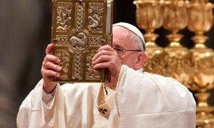"""Апостольський Лист у формі Motu proprio """"Aperuit illis"""": Біблія – це книга всього Божого народу"""