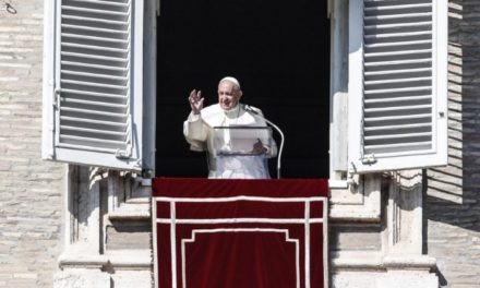 Папа: Можемо звіщати тільки те, чим живемо