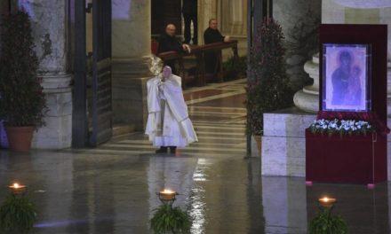 Ватикан: Папа уділив надзвичайне благословення «Urbi et Orbi»