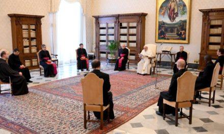 Папа: Ті, хто молиться, знають, що надія сильніша від знеохочення