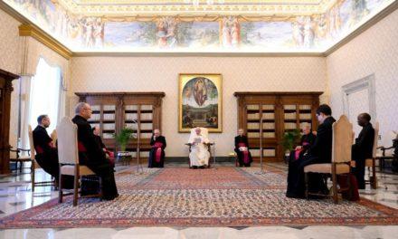Папа: Люди молитви – миротворці, які серед зла зберігають живою надію