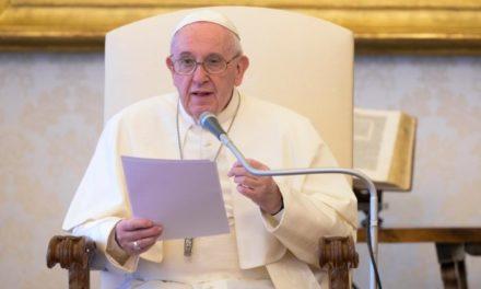Папа: Незважаючи на кризу, гідність людини повинна завжди шануватися
