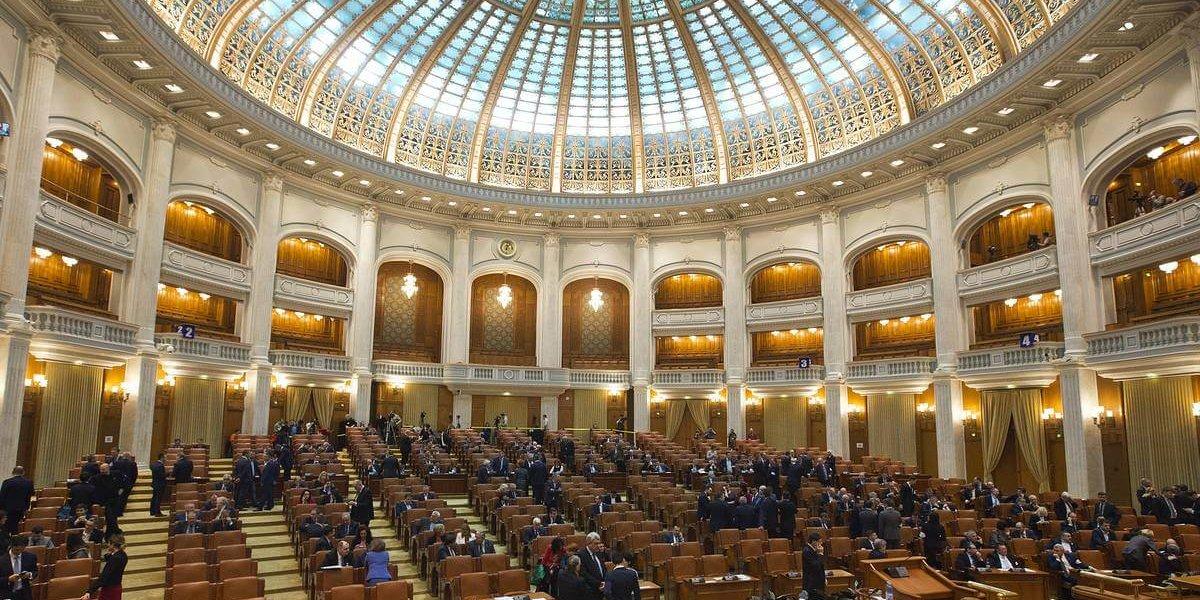 В Румунії парламент на вимогу церкви скасував обов'язкову сексуальну освіту у школах