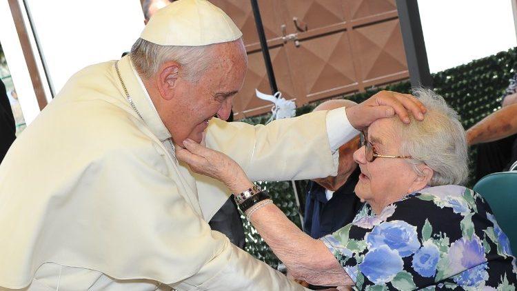 Папа: Де не дбають про похилих віком, там немає майбутнього для молоді