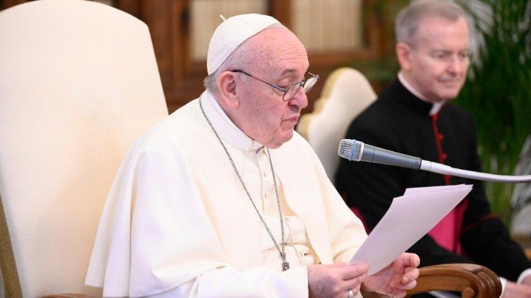 Папа: Справжні молільники не засуджують світ, а заступаються за нього