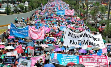«Геть ідеологію гомосексуалістів від наших дітей!» — 1,5 млн батьків Перу вийшли на вулиці та відстояли право їх дітей бути хлопчиками і дівчатками
