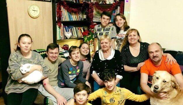 Зворушлива історія сім'ї, яка усиновила 8 дітей