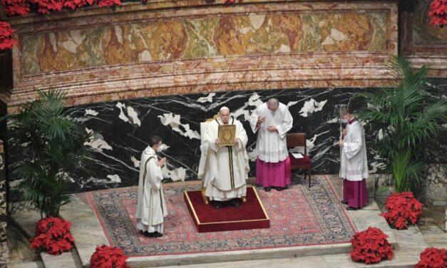 Папа: Наш час потребує адорації, вчімося її від євангельських волхвів