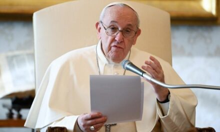 Папа: Прославляймо Бога, вірного Приятеля, любов Якого не маліє