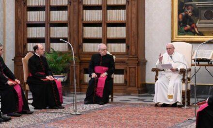 Папа: Ми – тендітні, але вміємо молитися, й у цьому – наша гідність