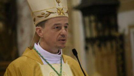 """""""Як бути жертовним і не стати жертвою?"""" – єпископ Микола Лучок"""