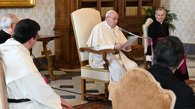 Папа: Ми молимося до Бога, Який любить людину
