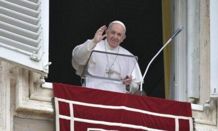 Папа: Хто ходить у світлі, той не може не чинити добрі діла