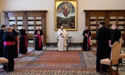 Папа: Ми однакові в гідності та унікальні в плодах освячення