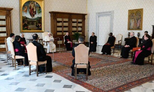 Папа: Богородиця заступається за нас і показує дорогу до Ісуса
