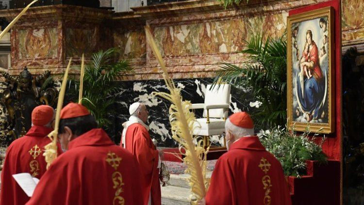 Папа: За прикладом Марії, долаймо хресну дорогу із запаленим світильником віри