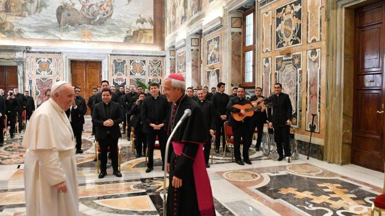 Папа: священик повинен бути людиною співчуття і братерства