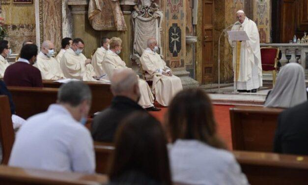 Папа: Схиляємося над ранами ближніх? Це Бог доторкнувся нашого життя