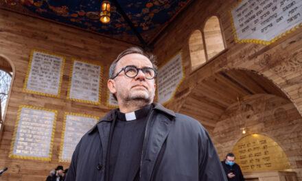 Отець Патрік Дебуа: Бог не запитає тебе, що зробив Путін чи Макрон. Він запитає, що зробив ти