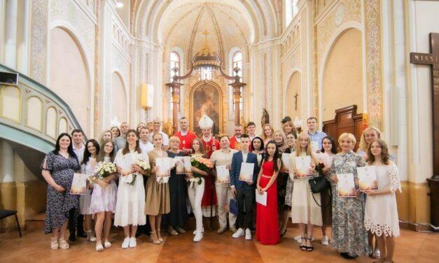 Таїнство Миропомазання та благословення у Мукачівській парафії святого Мартина